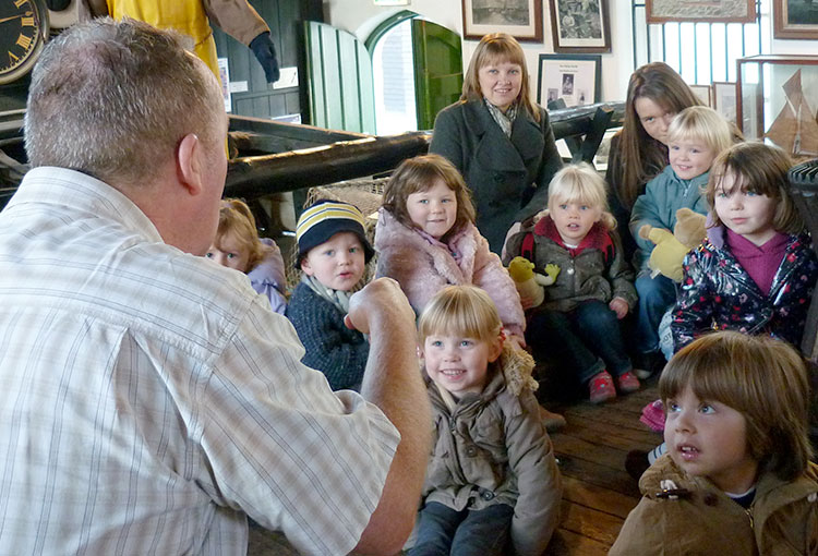 Kevin Graal storytelling to early years children